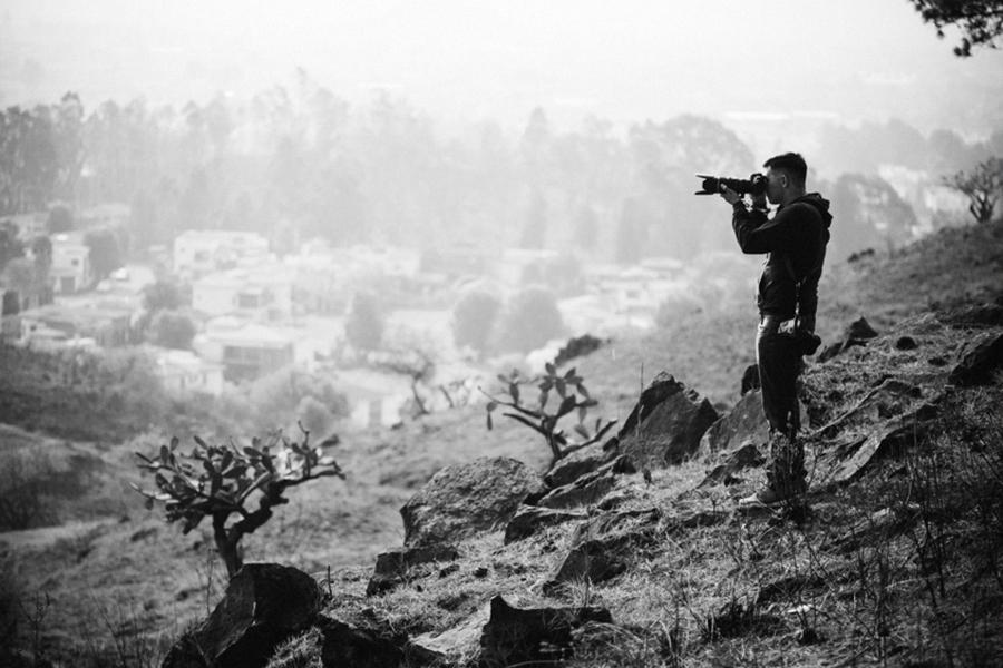 jorge pastrana fotografo -  tomando una foto en el cerro