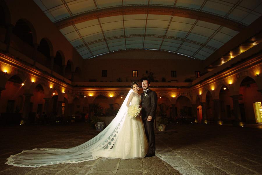 sesión de retrato de boda en hotel quinta real puebla