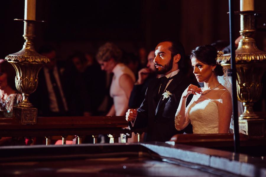 novios en misa de boda en puebla mexico