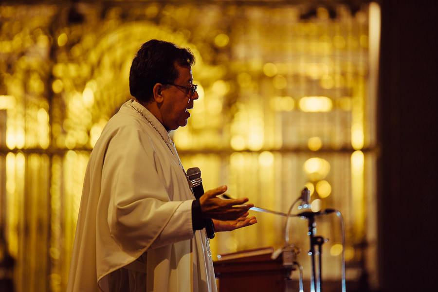 padre en la catedral de puebla