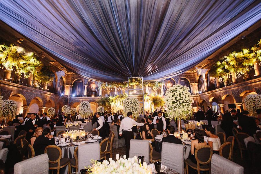 wide shot - boda en el museo de arte virreinal