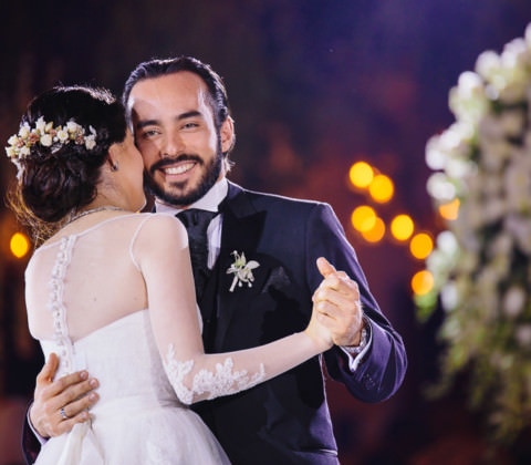 novio sonriendo - boda en museo de arte virreinal puebla