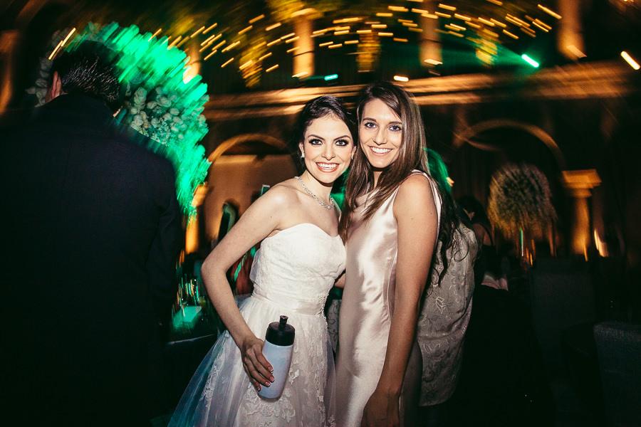 retrato con amiga de la novia - boda en el museo de arte virreinal