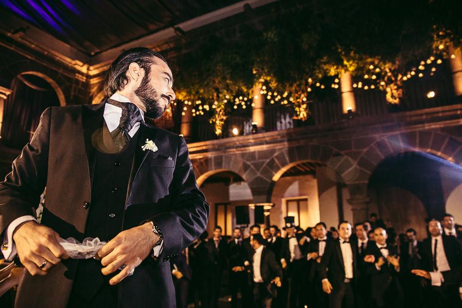a punto de aventar la liga - boda en museo de arte virreinal puebla