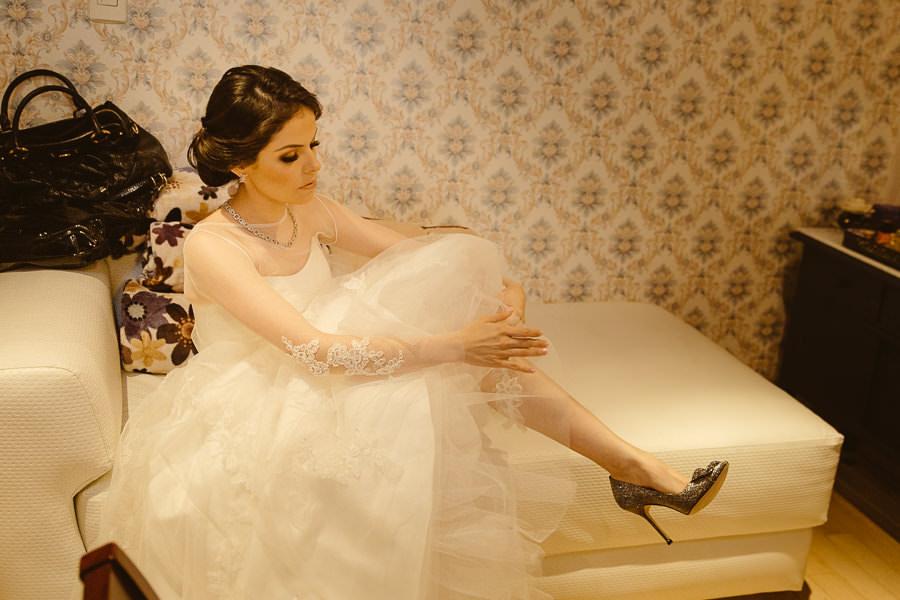 getting shoes on - boda en puebla mexico