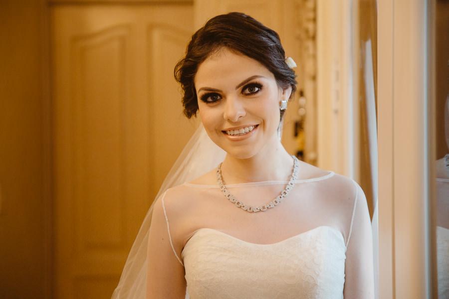 retrato de novia ana karina lista para salir a la iglesia - boda en puebla mexico