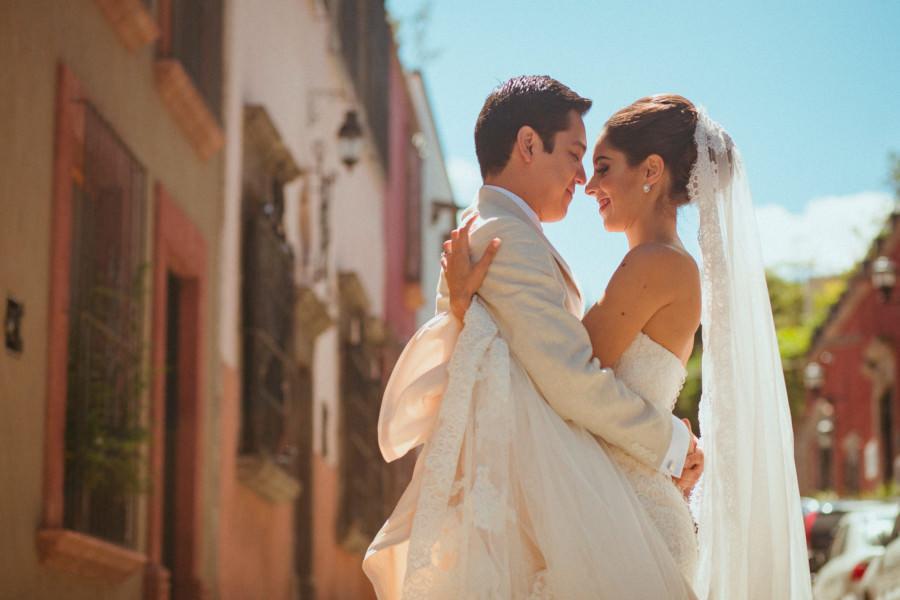 pareja frente a frente  boda en san miguel de allende