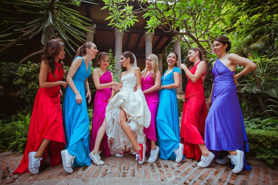boda en san miguel de allende - damas de honor mostrando piernas