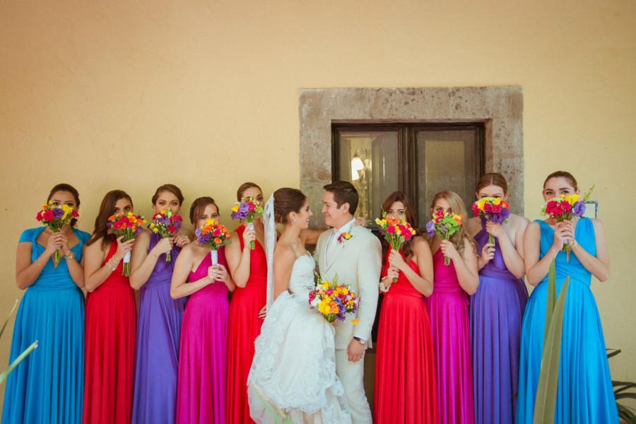 boda en san miguel de allende - damas y los novios mostrando los ramos