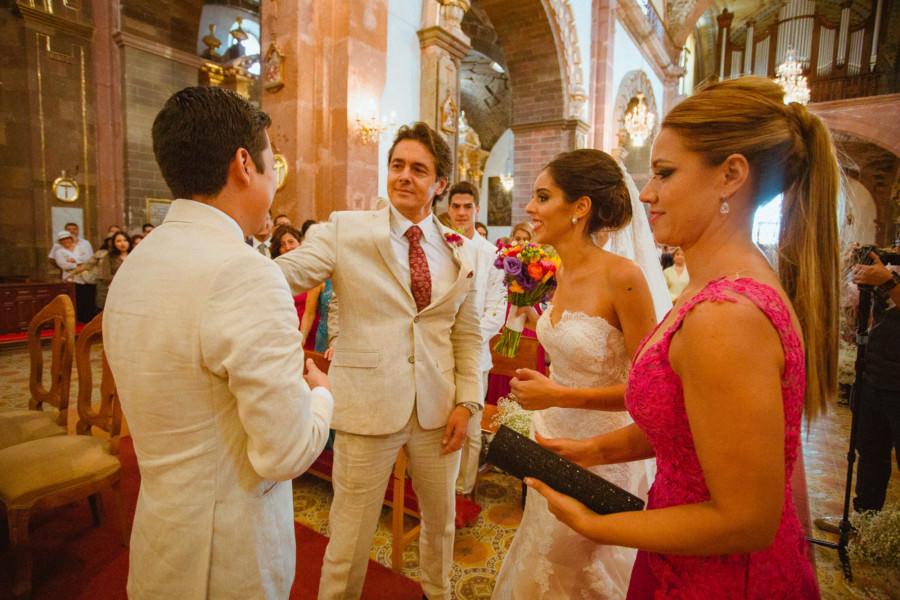 papa entrega a la novia en Parroquia de San Miguel Arcángel