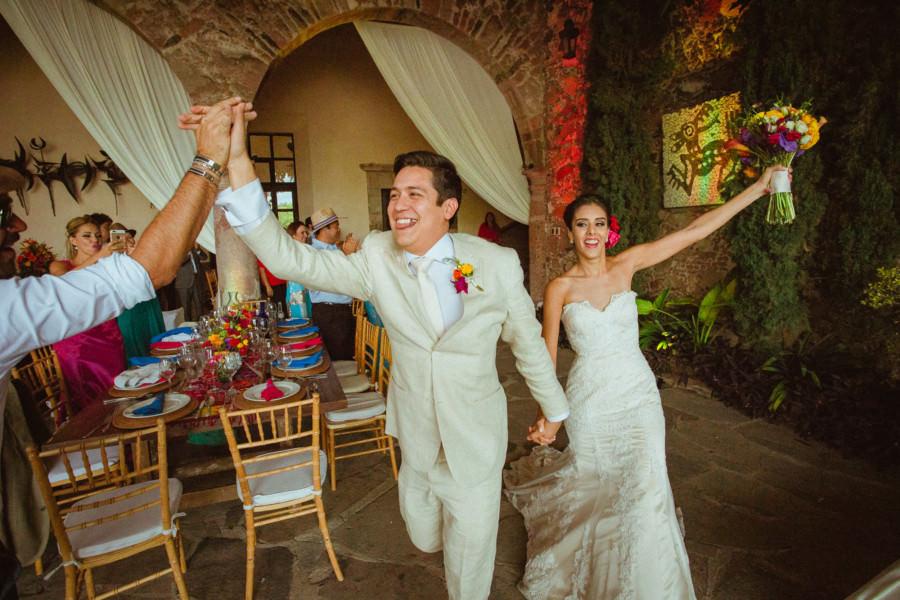 entrada de los novios en boda en san miguel de allende