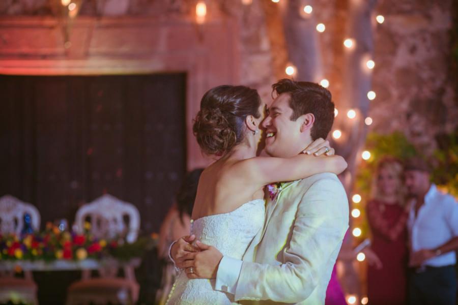 emocion en el primer baile de los novios en una boda en san miguel de allende