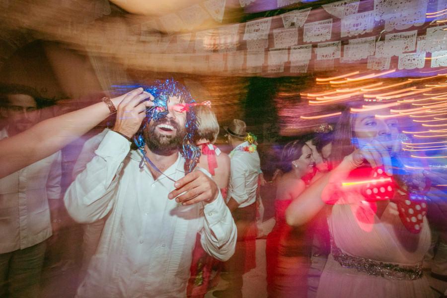 boda en san miguel de allende - amigos haciendo locuras en la boda