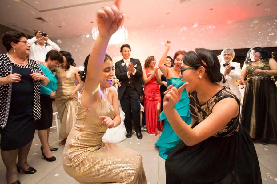 amigas de la novia bailando por un sueño