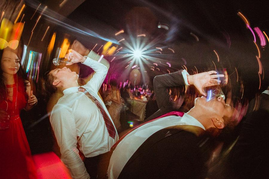 amigos del novio en una boda en queretaro