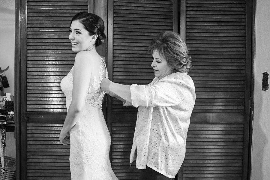 novia alistandose para su boda en queretaro