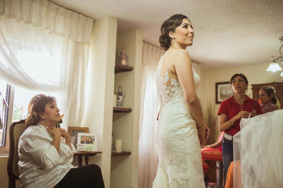 la novia ya está lista para la boda