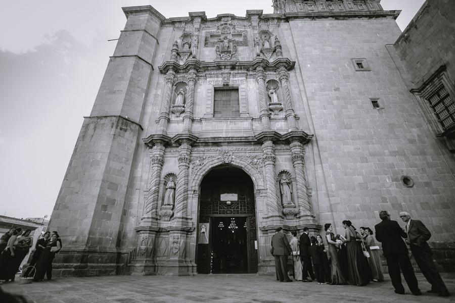 fotografía angular de la iglesia