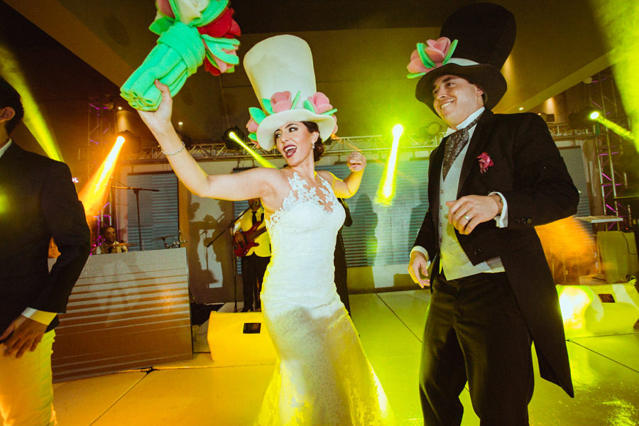los novios bailando en su boda en queretaro